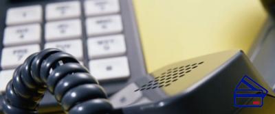 Обращаясь по бесплатномуномеру телефона горячей линии Почта Банка, после нажатия второй кнопки оператору необходимо назвать код предоставленной ранее услуги. Идентификации личности, путём указания паспортных данных будет недостаточно.